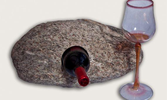 naturbelassener Granatglimmerschiefer mit Öffnung für Flasche